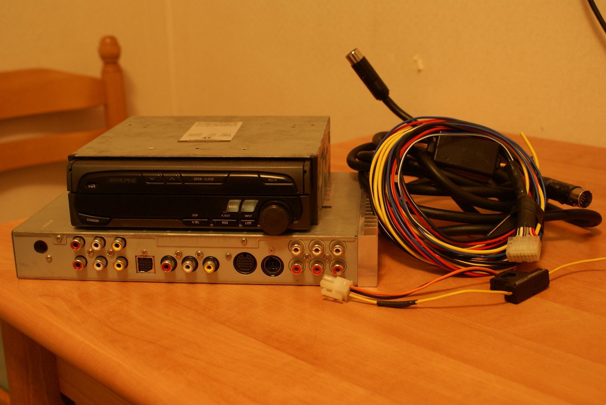 Автомобильный монитор Alpine CVA-1005R - 004